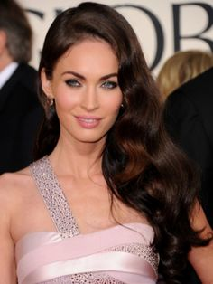 Megan Fox Soft Long Loose Curls/her hair color is perfect! Side Swept Hairstyles, Party Hairstyles, Celebrity Hairstyles, Vintage Hairstyles, Wedding Hairstyles, Hollywood Hairstyles, Latest Hairstyles, Weave Hairstyles, Pelo Vintage