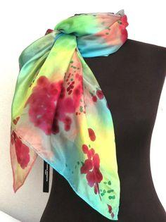 Echarpe de seda pura, pintada a mao, a qual possui um brilho acetinado e uma leveza maravilhosa! <br>Peça exclusiva!