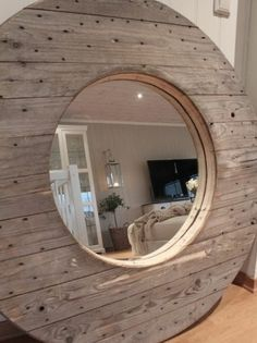 que faire avec un touret bois, un miroir intégré dans un plateau en bois pour un interieur rustique chic