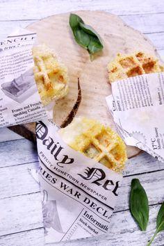 Gaufre de mozzarella panée, une recette originale de mozzarella panée puis cuite dans un gaufrier. Une recette parfaite pour l'apéro. Marmiton #marmiton #mozzarella #fromage #gaufre #pane #recette #apero #aperitif