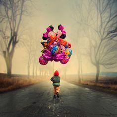 Se todas as pessoas colocassem pelo menos algumas das suas idéias mais brilhantes pra frente, e a realizassem... Então nosso mundo seria bem mais colorido, não acha? O que você está esperando pra realizar mais sonhos ainda?    (The dream maker by Caras Ionut, via 500px)