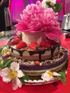"Raw vegan cake (lemon mini cake, pistachio - chocolate cake and blueberry ""cheesecake"")    Presna, veganska torta ""Zaljubleni v življenje"" Goodies, Sweets, Cake, Desserts, Food, Sweet Like Candy, Tailgate Desserts, Deserts, Mudpie"