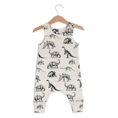This romper is made of 100% USA grown GOTS certified organic cotton, the highest quality organic material with no harmful chemicals. The fabric is super soft & comfy. The print is designed by Claudia Soria. Sizing Guidelines: 0-3 months (62cm / 24in. height) 3-6 months (68cm /