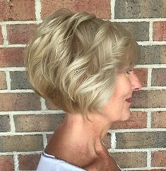 Chic Short Bob Haircuts for Bob hairstyles are increasingly being loved by many women all over the world. Wavy Bob Hairstyles, Short Bob Haircuts, Short Hairstyles For Women, Latest Hairstyles, Modern Haircuts, Hairstyles For Over 60, 2018 Haircuts, Trendy Haircuts, Short Hair With Layers