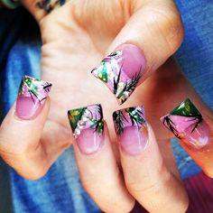 Hand painted pink realtree camo acrylic nails. #realtree #acrylics #nailsbykristy #pureplatinumsalonandspa #renoNV
