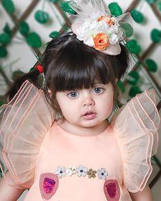 Pin saved by Aariz_Aziz Beautiful Baby Pictures, Cute Baby Girl Pictures, Cute Baby Boy, Cute Little Baby, Cute Girl Photo, Beautiful Babies, Little Babies, Baby Kids, Small Cute Babies