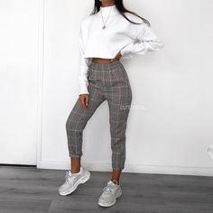 45 vakre vårantrekk for hverdagsklær - pinentry. Fashion Pants, Look Fashion, Teen Fashion, Womens Fashion, Fashion Trends, Winter Fashion, Fashion Clothes, Modern Fashion Outfits, Feminine Fashion