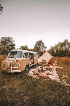 Summer Aesthetic, Travel Aesthetic, Van Life, Wolkswagen Van, Mundo Hippie, Vw Caravan, Places To Travel, Places To Go, Vw Camping