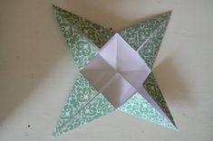 Make Hanging Christmas Stars. - The Magic Onions Christmas Deco, Christmas Stars, Crafts To Make, Diy Crafts, Hanging Stars, Pretty Star, 3d Star, Natural Homes, Paper Stars