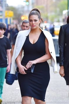 Size-Women-With-Perfect-Fall-Outfits/ ashley graham style, ashley graham ou Xl Mode, Mode Plus, Look Plus Size, Plus Size Model, Curvy Plus Size, Curvy Girl Fashion, Plus Size Fashion, Curvy Fashion Hourglass, Fashion Week