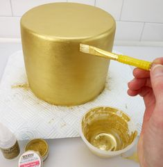 cake decorating How To Paint A Cake Super Gold Cake Decorating Frosting, Cake Decorating Designs, Easy Cake Decorating, Cake Decorating Techniques, Cake Designs, Cake Icing, Cupcake Cakes, Buttercream Frosting, Cake Craft Shop