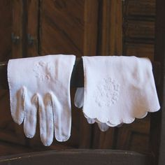 vintage white gloves | Ladies White Wrist Length Vintage Gloves by FondestMemories, $10.00
