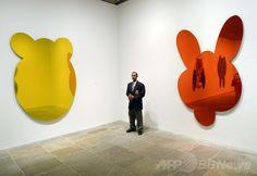 米ニューヨーク(New York)のホイットニー美術館(Whitney Museum of American Art)で開かれた、現代芸術家ジェフ・クーンズ(Jeff Koons)氏の回顧展の内覧会で、展示作品のそばに立つ警備員(2014年6月24日撮影)。(c)AFP/Timothy A. CLARY ▼28Jun2014AFP|現代芸術の巨匠クーンズの回顧展、米ホイットニー美術館で開催 http://www.afpbb.com/articles/-/3018896 #Whitney_Museum_of_American_Art #Jeff_Koons