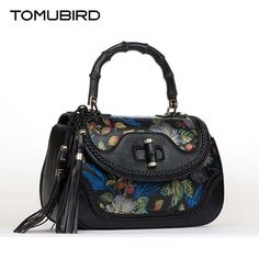 3aad485e031 Leather Bag, Leather Handbags, Fashion Trends, Womens Fashion, Designer  Handbags, Stuff To Buy, Impression, Luxe, Printing