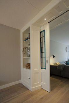 Detalj skyvedør og skap i rom og suite fra - Lilly is Love House Design, Home Living Room, House, Interior, Home, Sliding Doors Interior, New Homes, House Interior, Room Divider Doors