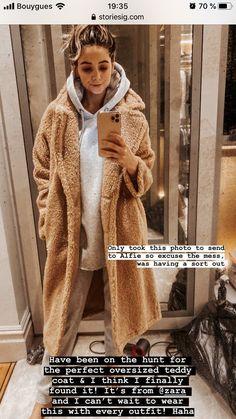 Zoella Outfits, Zoe Sugg, Teddy Coat, Role Models, My Best Friend, Fur Coat, Zara, Pure Products, Jackets
