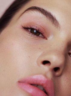 angel soft pink make up, freckles, natural brows Blush Makeup, Beauty Makeup, Eye Makeup, Hair Beauty, Minimal Makeup, Simple Makeup, Natural Brows, Natural Makeup, Natural Beauty