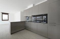 Cucine su misura Plus. (prodotto esclusivo ditta Lacasa Mendrisio) per residenza con sei appartamenti a Chiasso. Cucine moderne di design.