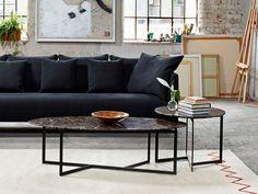 Koleksiyon ev, ofis mobilyaları, halı-kilim, aydınlatma ve aksesuar tasarımlarıyla yaşam ve çalışma alanlarına yönelik çözümler sunmaktadır.