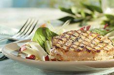 Les médaillons de porc grillé, salade de pommes et endives à l'érable, une autre délicieuse façon de savourer le porc du Québec.