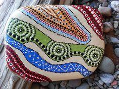 Painted Stones/Painted Rocks/Dot por TheLakeshoreStore en Etsy, $20.00