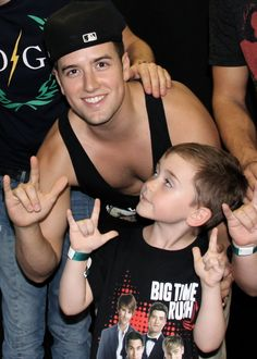 omg how cuuuuute, not even going to comment on the fact that I can see down Logan's tanktop.