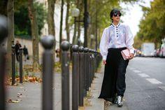 Laura Comolli Streetstyle Paris Fashion Week settembre 2016 indossa total look Carven e stivaletti Gedebe - Gonna pantalone: come indossarla