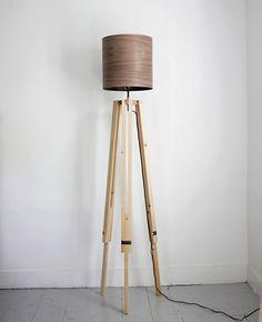 DIY Floor Lamp for Many Occasions : DIY Tripod Floor Lamp. Diy Wooden Floor, Wooden Diy, Diy Tripod, Tripod Lamp, Diy Floor Lamp, Rico Design, Diy Flooring, Modern Flooring, Flooring Ideas