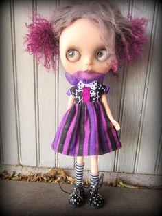 Purple and Black Stripey Skully Halloween Party Dress por shepuppy