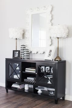 The TomKat Studio-Entry Way Foyer with Mirror Decorating Small Spaces, Decorating On A Budget, Living Room Decor, Bedroom Decor, Dining Room, Foyer, Entryway, White Cottage, Book Shelves