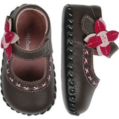 07a4fc8eac5 Baby shoes that do their best to mimic barefoot walking - totally cute!