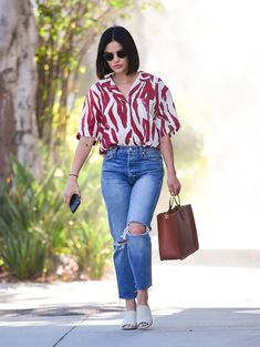 Modest Casual Outfits, Oufits Casual, Girly Outfits, Stylish Outfits, Floral Shirt Outfit, Denim Outfit, Boyfriend Jeans Outfit Casual, Reese Witherspoon, New Jeans Trend