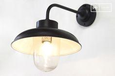 Applique extérieure coudée et autres appliques à découvrir chez PIB, spécialiste du meuble, luminaire et déco style vintage.