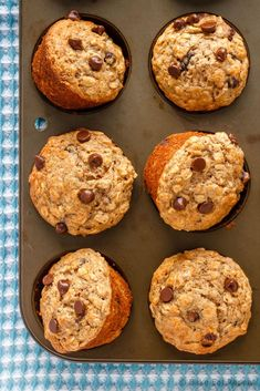 These chocolate chip banana oatmeal muffins are super easy to make. Filled with oats, whole wheat flour, and bananas - theyre healthy enough for breakfast! Banana Oatmeal Muffins, Healthy Banana Muffins, Banana Chocolate Chip Muffins, Mini Muffins, Banana Bread With Oats, Banana Muffin Recipes, Banana Whole Wheat Muffins, Oat Flour Muffins, Easy Breakfast Muffins