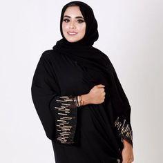 Repost fatima almaazmi with حلو على قلبي هواكم . - Tesettür Mont Modelleri 2020 - Tesettür Modelleri ve Modası 2019 ve 2020 Arab Fashion, Muslim Fashion, Modest Fashion, Fashion Outfits, Abaya Designs Dubai, Modern Abaya, Black Abaya, Kaftan Abaya, Hijab Fashionista