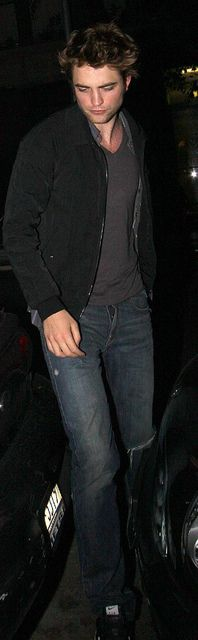 Rob Pattinson out in NYC - June 2009  {Mr. Sex-on-Legs!}