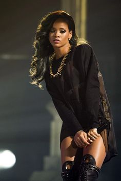 RIhanna she is so pretty but christ need stop getting in troble