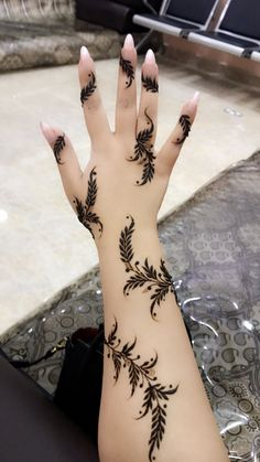 30 Arabic Mehndi Designs For The Brides Who Want Something Unique! Henna Hand Designs, Mehandi Designs, Arabic Bridal Mehndi Designs, Mehndi Designs Finger, Modern Mehndi Designs, Mehndi Designs For Fingers, Mehndi Design Photos, Beautiful Henna Designs, Henna Tattoo Designs