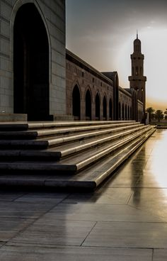 Sultan Qaboos Grand Mosque - Muscat - Oman (by Andrew Moore)