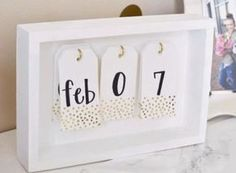 A trendy calendar is a great DIY dorm room decor idea! Try these easy DIY dorm room decor ideas to decorate your dorm! These DIY tips, tricks and hacks are cheap and easy to do to liven up your dorm room! Diy Room Decor For Teens, Easy Diy Room Decor, Diy Home Decor Bedroom, Easy Home Decor, Diy Room Decor For College, Bedroom Ideas, Bedroom Designs, Diy Interior, Diy Desk