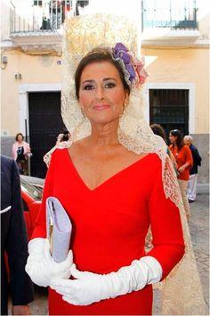 Es elegantísma la mantilla española. Planes de boda - El complicado mundo de la mantilla