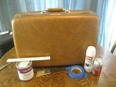 DIY Up-cycled Vintage Suitcase.because I just scored in perfect condition on the curb in my neighborhood!: DIY Up-cycled Vintage Suitcase.because I just scored in perfect condition on the curb in my neighborhood! Vintage Suitcases, Vintage Luggage, Suitcase Table, Suitcase Decor, Suitcase Storage, Painted Furniture, Diy Furniture, Plywood Furniture, Modern Furniture
