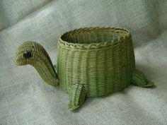 Vintage Whimsical Green Turtle Wicker Basket!! OH MY GOD! MUST GET