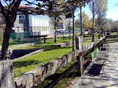 : La laguna de Mera (Oleiros) y su parque, con niños