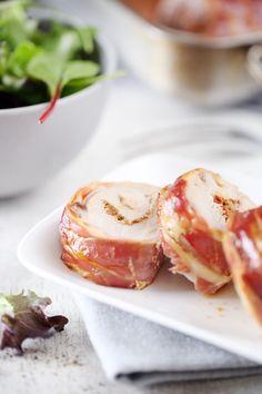 Ce plat de filet mignon de porc lardé et farci à la tomate séchée se mange aussi bien chaud que froid. On peut ainsi la faire aussi bien en été qu'en hiver