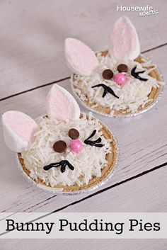 This little bunny pudding pies are a favorite Easter dessert and they get major bonus points for being so simple to make! No baking required. Easter Snacks, Easter Party, Easter Treats, Easter Recipes, Easter Food, Holiday Desserts, Holiday Treats, Holiday Recipes, Holiday Appetizers
