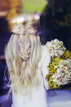 Gorgeous Effortless Half-Up Braid by the lovely @kassinka. Kassinka is wearing her Ash Blonde Luxies to achieve this perfect Fall hairstyle. Photo by: https://instagram.com/p/9OjLzOtytV/?taken-by=kassinka #LuxyHairExtensions