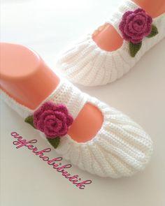 Crochet ideas that you'll love Crochet Men, Crochet Ripple, Crochet Shoes, Crochet Baby, Baby Knitting Patterns, Crochet Flower Patterns, Knitted Booties, Knitted Slippers, Knitting Socks