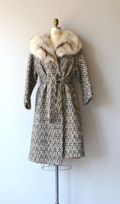 Vintage 1960s light brown, dark brown, cream and gray tweed wool coat with large silver fox fur collar, no buttons, hip pockets and tie belt. --- M E