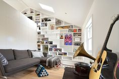 This small but cozy loft is located in Camden, London, and was designed by British designer Crafts Design Studio. The modern loft was very simply furnished in a Tiny Spaces, Loft Spaces, Small Apartments, Studio Apartments, Loft Design, House Design, Stair Design, Shelf Design, Staircase Design